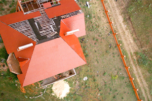 Аэрофотосъемка в страховом бизнесе, Фиксация повреждения крыши частного дома.