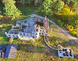Съемка с дрона Аэрофотосъемка замок в поселке Дениши с высоты Житомирская область, Украина