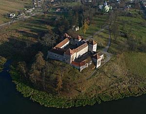 Аэрофотосъемка с дрона Свирж. Свиржский замок. Львовская область, Украина