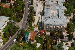Съемка с дрона Аэрофотосъемка Ялты. Нижняя станция канатной дороги. Крым Украина