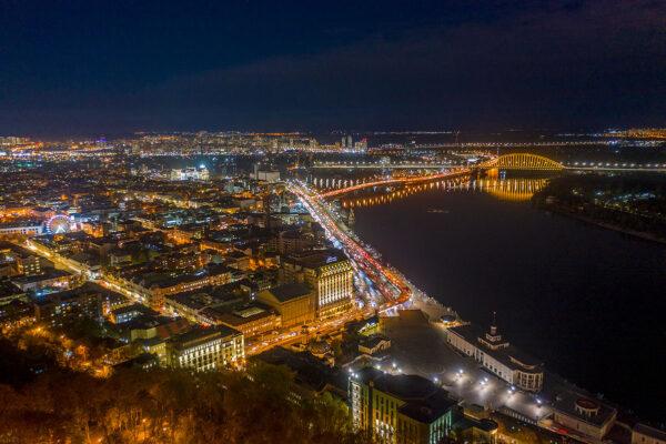 Ночной Киев с дрона Вид на Речной вокзал и Днепр